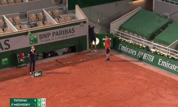 Τσιτσιπάς - Roland Garros: Έξαλλος ο Μεντβέντεφ, έβαλε τις φωνές στους Γάλλους (video)