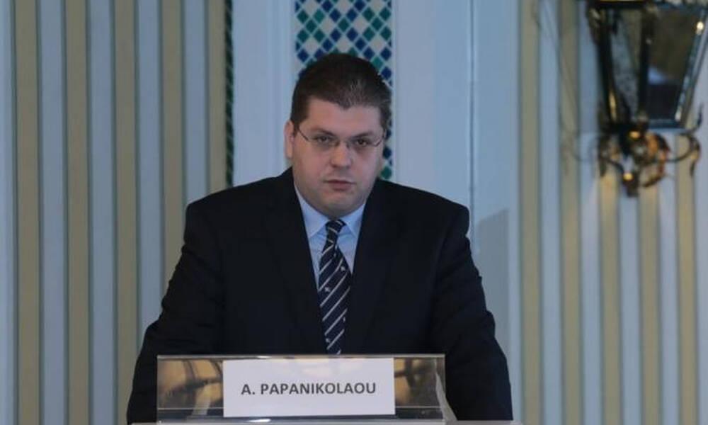 Παπανικολάου: Ζήτησε υποχρεωτική εγκατάσταση απινιδωτή σε κάθε γήπεδο