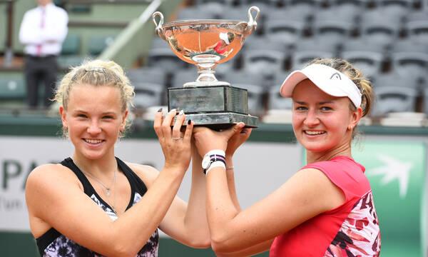 Roland Garros: Η Κρεϊτσίκοβα κατέκτησε και το «διπλό»