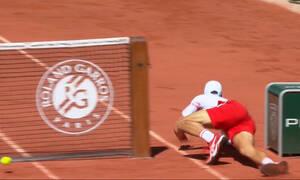 Τσιτσιπάς - Roland Garros: Απίθανο πόντο ο Στέφανος, έριξε στο χώμα τον Τζόκοβιτς (video)