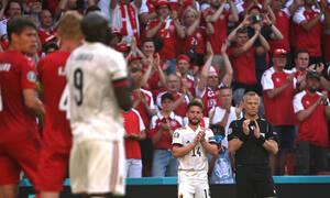 Euro 2020: Συγκινητικές εικόνες στο Πάρκεν - Διακοπή και αποθέωση για Έρικσεν - Λύγισε ο Λουκάκου