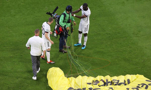 Ελεύθεροι σκοπευτές στο Euro 2020! Σημάδευαν τον εισβολέα - «Θα τον είχαν σκοτώσει, αν...» (photos)
