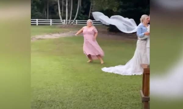 Χαμός - Κουμπάρα πήγε να… τινάξει τον γάμο στον αέρα (photos+video)