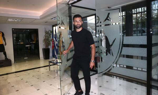 ΑΕΚ: Υπογράφει ο Τζαβέλλας - Ετοιμάζεται η φανέλα του (photos)
