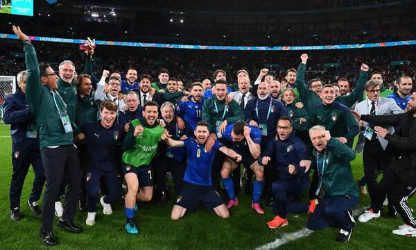Euro 2020: Όλα τα πέναλτι από την εξέδρα των Ιταλών – Τρέλα με Ζορζίνιο! (video+photos)