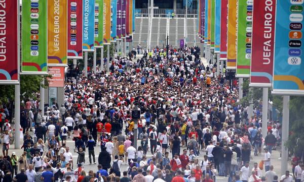 Euro 2020: Συναγερμός στο «Γουέμπλεϊ» - Οπαδοί έκαναν ντου στο γήπεδο χωρίς εισιτήρια