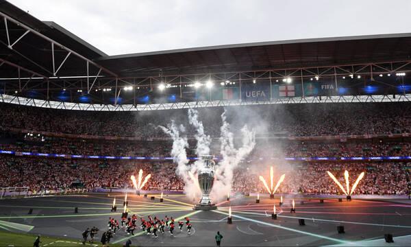 Euro 2020 - Τελικός Ιταλία-Αγγλία: «Τρέλα» στις εξέδρες του Γουέμπλεϊ  (photos+video)