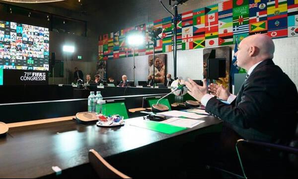 FIFA: Τα μαζεύει για τις αλλαγές (photos)