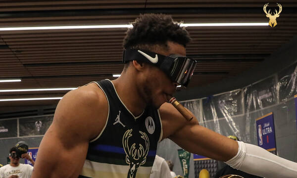 NBA: Μπήκε με τρελό χορό στα αποδυτήρια ο Γιάννης - Η μάσκα σκι για τις σαμπάνιες (videos)