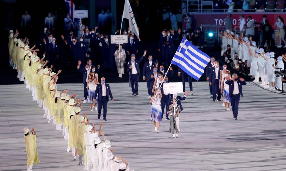 Ολυμπιακοί Αγώνες: Η είσοδος της Ελλάδας με Πετρούνια-Κορακάκη στο Ολυμπιακό Στάδιο (video+photos)