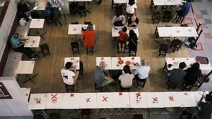 Κλειστοί χώροι και Covid-19: Πώς θα λειτουργήσουν, τελικά, επιχειρήσεις και σχολεία