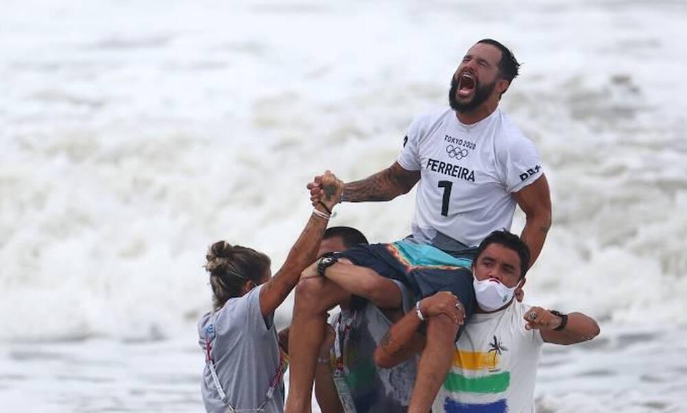 Ολυμπιακοί Αγώνες-Σέρφινγκ: Βραζιλιάνος χρυσός Ολυμπιονίκης στην επιστροφή του σερφ