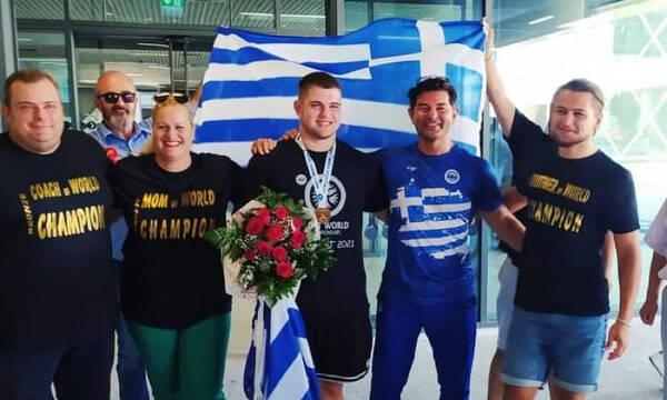 Πάλη: Επέστρεψε στη Ελλάδα ο Παγκόσμιος Γκίρνης (videos)