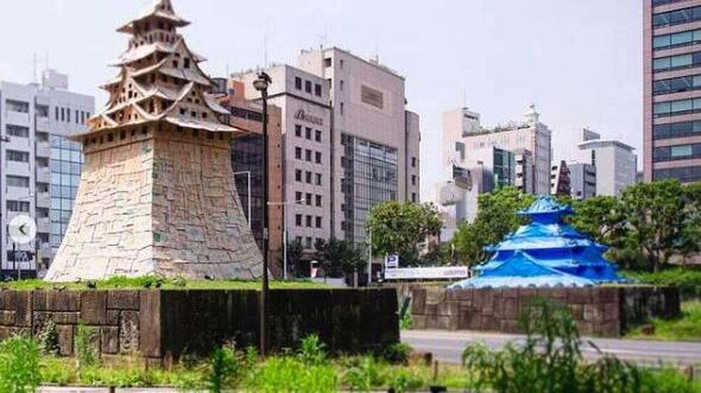 Κάστρα από χαρτόνι και μπλε μουσαμά στο Τόκιο - Ένας ύμνος στο πρόσκαιρο και το εφήμερο