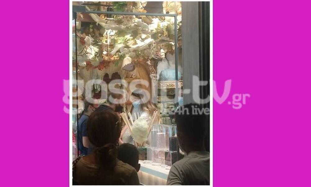 Αποκλειστικό: Δείτε την Ήβη Αδάμου να εξυπηρετεί πελάτες στο νέο της μαγαζί!