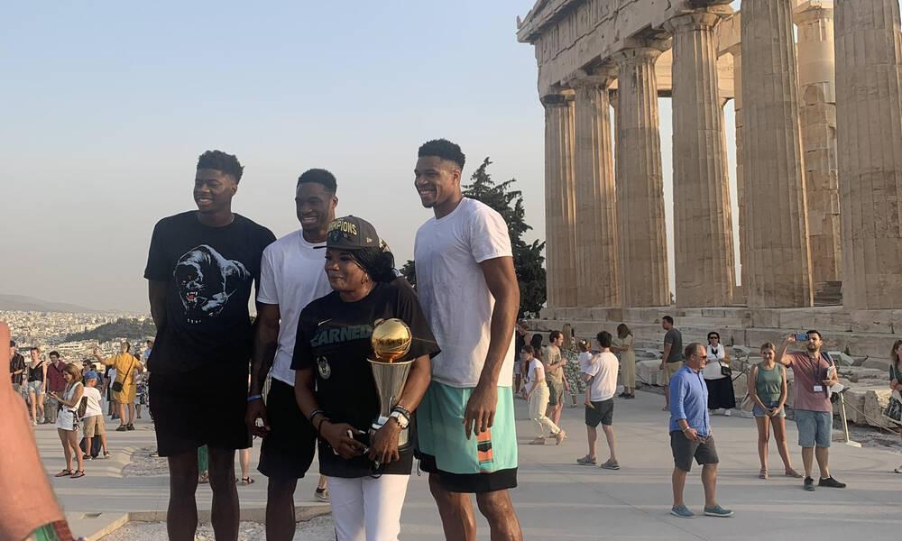 NBA: Στην Ακρόπολη με το τρόπαιο οι Αντετοκούνμπο! (photos)