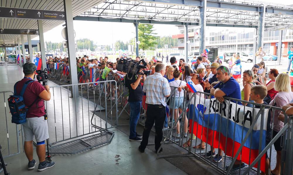 Σλοβενία: Αποθεωτική υποδοχή σε Ντόντσιτς στο αεροδρόμιο (video)