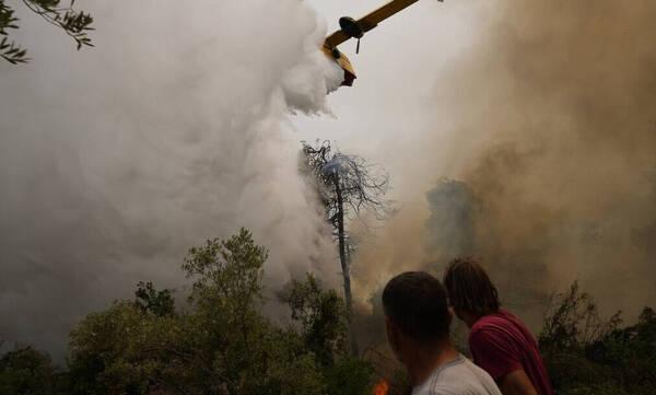 Φωτιά στην Εύβοια: Εκεννώνεται το Ασμήνιο - Άνιση μάχη με τις αναζωπυρώσεις