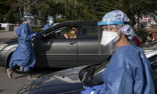 Κρούσματα σήμερα: 3.273 νέα ανακοίνωσε ο ΕΟΔΥ - 20 νεκροί σε 24 ώρες, στους 286 οι διασωληνωμένοι