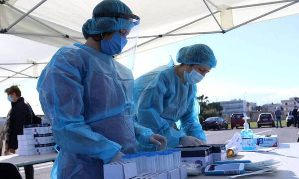Κρούσματα σήμερα: 4.608 νέα ανακοίνωσε ο ΕΟΔΥ - 32 νεκροί σε 24 ώρες, στους 326 οι διασωληνωμένοι