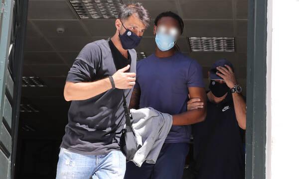 Ρούμπεν Σεμέδο: Με χειροπέδες στον Εισαγγελέα - Του ασκήθηκε δίωξη για ομαδικό βιασμό