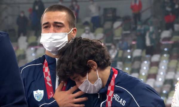 Παραολυμπιακοί Αγώνες: Συγκινητική στιγμή - Λύγισαν στο βάθρο Γκαβέλας και Γκαραγκάνης (video)