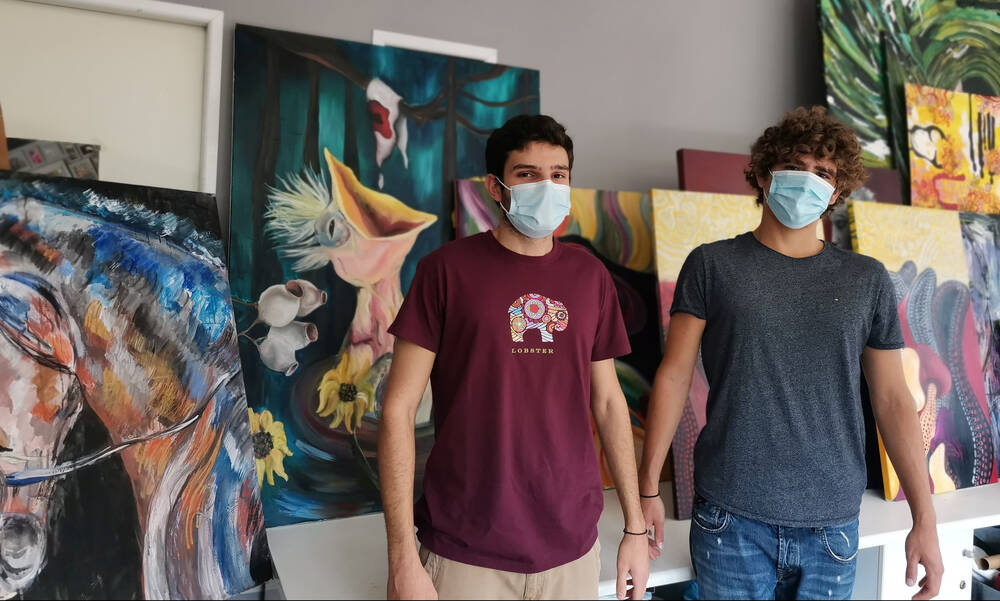 Πως δύο νεαροί συσπείρωσαν 50 νέους καλλιτέχνες για καλό σκοπό (photos+video)