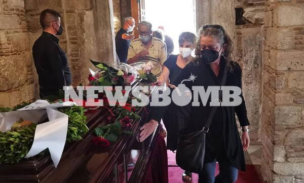 LIVE BLOG - Μίκης Θεοδωράκης: Η τελετή αποχαιρετισμού και το τελευταίο ταξίδι στον Γαλατά Χανίων