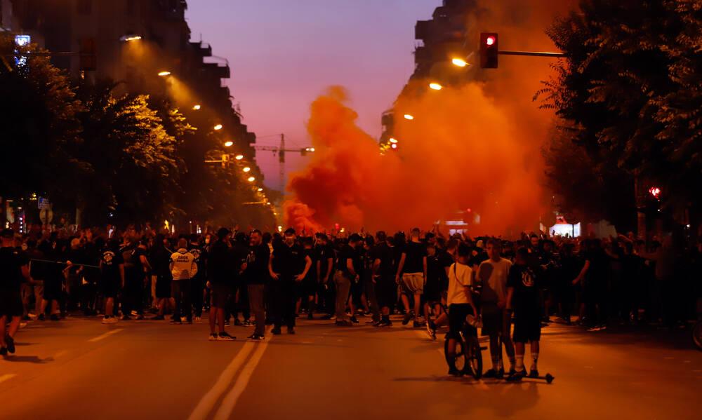 Ένταση μεταξύ οπαδών του ΠΑΟΚ και αστυνομίας στην πορεία διαμαρτυρίας