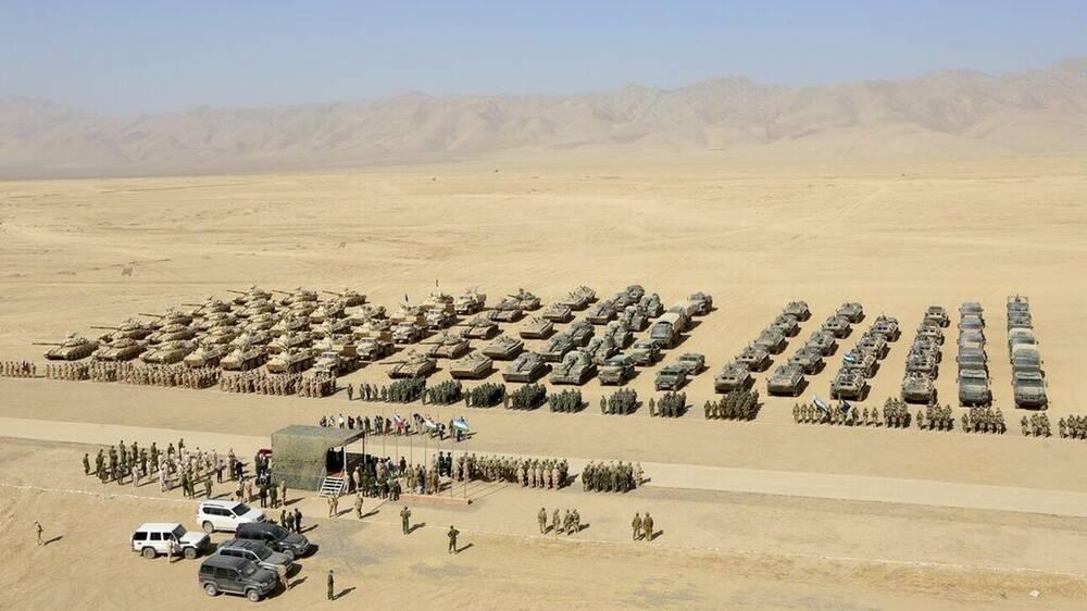 Η Μόσχα στέλνει τεθωρακισμένα οχήματα και στρατιωτικό εξοπλισμό στο Τατζικιστάν