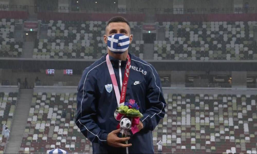 Άρης-ΟΦΗ: Στο γήπεδο με το μετάλλιο για την αγαπημένη του ομάδα Έλληνας Παραολυμπιονίκης (photos)