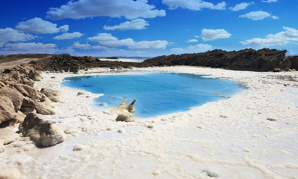 «Βάφτηκε» κόκκινη η Νεκρά Θάλασσα - Γιατί πήρε το νέο της χρώμα (photos)