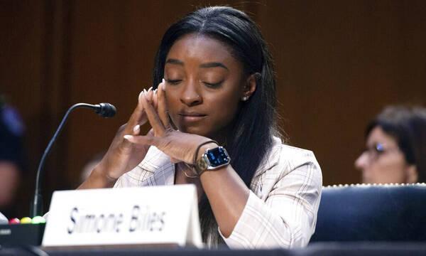 Συγκλόνισε η Μπάιλς: «Το FBI έκλεισε τα μάτια, δεν θέλω να βιώσει άλλος αυτή τη φρίκη»
