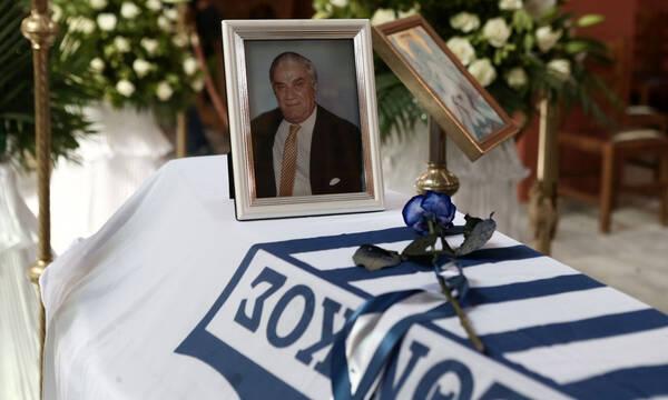 Γιάννης Ματζουράνης: Κηδεύτηκε με τη σημαία του Εθνικού (photos)