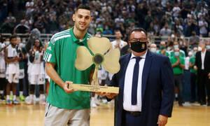 Βραβεύτηκε ως MVP ο Παπαπέτρου - «Ευχαριστώ τον Παναθηναϊκό που μου επιτρέπει να είμαι ο εαυτός μου»