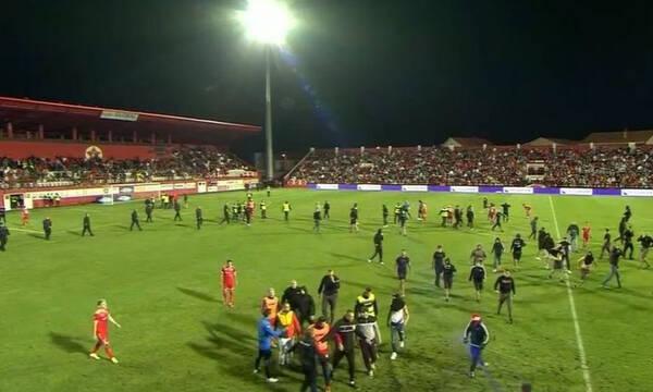 Τρομακτικό περιστατικό στη Βοσνία: Ενέδρα οπαδών σε διαιτητή - Έβαλαν φωτιά στο αμάξι του!