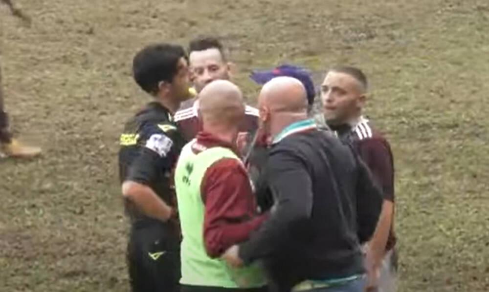 Διαιτητής απέβαλε προπονητή με κόκκινη κάρτα κι αυτός του έριξε μπουνιά! (photos+video)