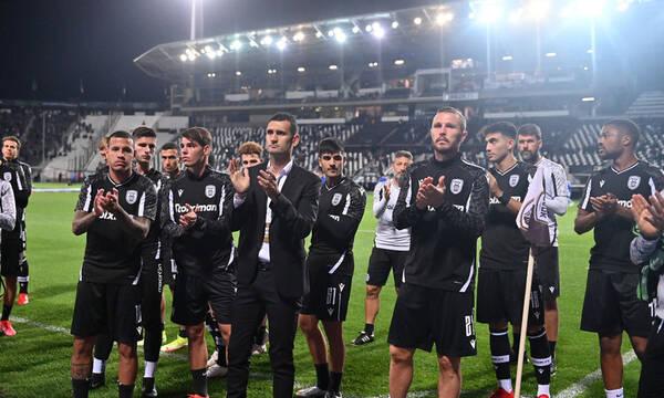 ΠΑΟΚ-Σλόβαν Μπρατισλάβας: Στέφανι στη θύρα 4 από τους παίκτες για τα έξι «αετόπουλα» (photos)
