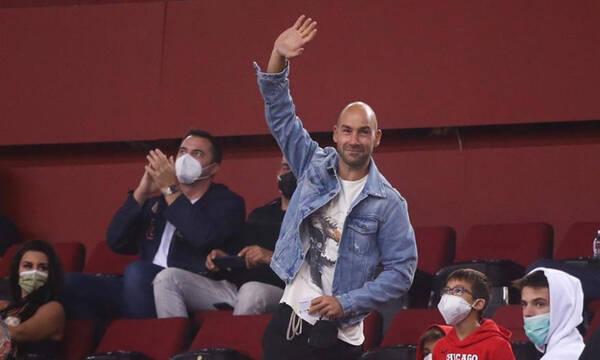 Ολυμπιακός-Ρεάλ Μαδρίτης: Η αποθέωση του Βασίλη Σπανούλη (video)