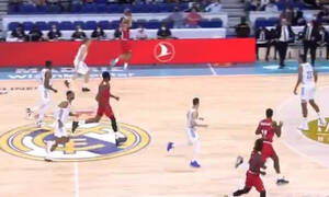 Euroleague: Απίθανο τρίποντο από το κέντρο σε... αιφνιδιασμό ο Μάικ Τζέιμς! (videos)