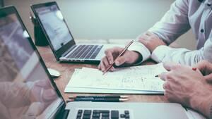 myAADE: Ποιες υπηρεσίες είναι διαθέσιμες για επαγγελματίες και επιχειρήσεις