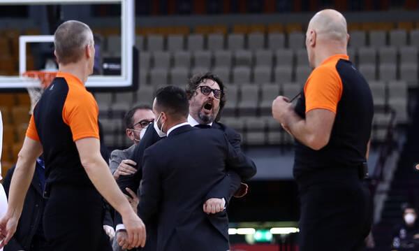 Euroleague: Απίθανο blooper με Τρινκιέρι - Τον χτύπησε διαιτητής και τρελάθηκε (video)