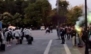 Παναθηναϊκός: Κόσμος έξω απ' το ξενοδοχείο αποθέωσε την ομάδα! (Video)