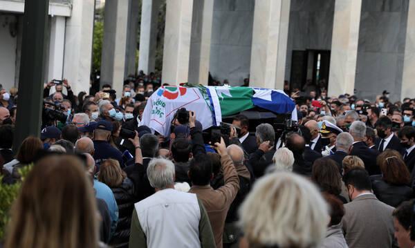 Η Ελλάδα αποχαιρέτησε τη Φώφη Γεννηματά - Πλήθος κόσμου στο «ύστατο χαίρε»
